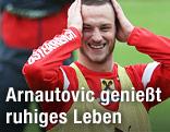 ÖFB-Teamspieler Marko Arnautovic lacht und greift sich auf seinen Kopf