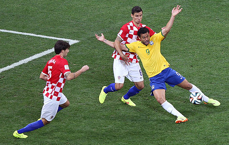 FIFA 2014 в Бразилии Gruppe_a_nach_bra_cro_schiri_body_a.2270221