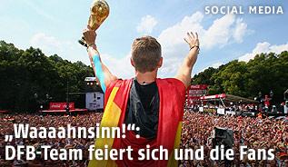 Bastian Schweinsteiger mit dem Pokal