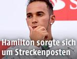 Lewis Hamilton (Mercedes) blickt nachdenklich