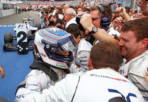 Williams-Fahrer Bottas jubelt mit Teamkollegen