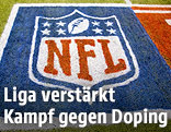 Logo der NFL auf dem Spielfeld
