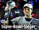 New Englands Quarterback Tom Brady mit der Vince Lombardi Trophy