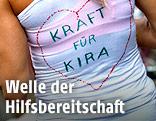 """Läuferin trägt ein Shirt mit der Aufschrift """"Kraft für Kira"""""""