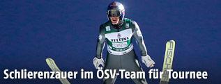 Skispringer Gregor Schlierenzauer in der Luft