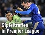 Sergio Aguero (Manchester City) und Christian Fuchs (Leicester City)