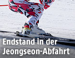 Ski-Rennläufer in der Hocke