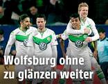 Jubel mehrerer Wolfsburg-Spieler