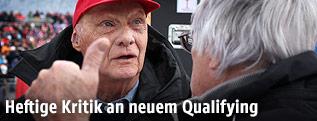 Niki Lauda spricht mit Bernie Eccelstone