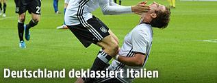 Jubel der DFB-Spieler Thomas Müller und Mario Götze