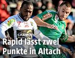 Louis Clement Ngwat Mahop (Altach) und Steffen Hofmann (Rapid)