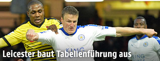 Odion Ighalo (Watford) und Robert Huth (Leicester City)
