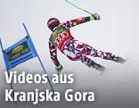 Rückenansicht von Marcel Hirscher (AUT) im Riesentorlauf von Kranjska Gora