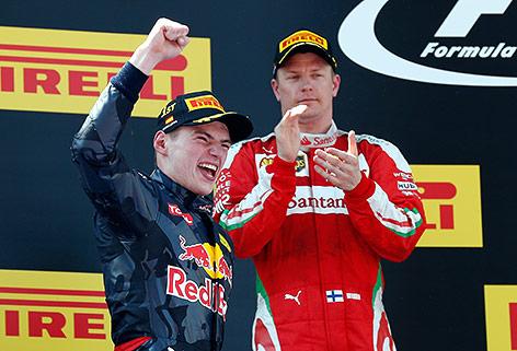 Jubel von Max Verstappen (NED/Red Bulld), im Hintergrund Kimi Räikkönen (FIN/Ferrari)