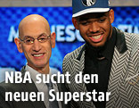 Karl-Anthony Towns mit dem NBA commissioner Adam Silver