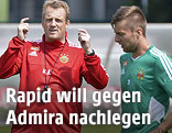 Rapid-Trainer Mike Büskens mit Spielern