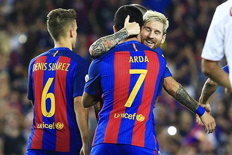 Jubel von Arda Turan und Lionel Messi (beide Barca)