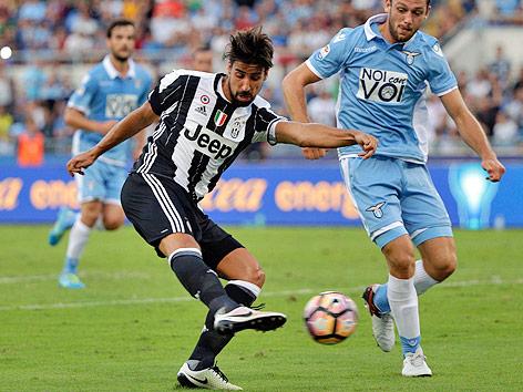 Torschuss von Sami Khedira (Juventus) gegen Lazio Rom