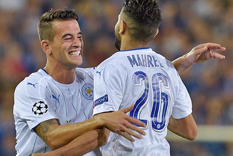 Jubel der Leicester-Spieler Luis Hernandez und Riyad Mahrez