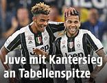 Jubel von Dani Alves und Mario Lemina (Juventus)
