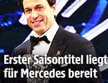 Mercedes-Teamchef Toto Wolff mit dem Preis für die Konstrukteurs-WM