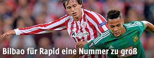 Joelinton (Rapid) und Ander Iturraspe  (Athletic Bilbao)
