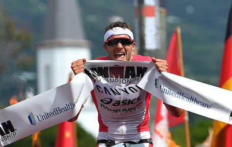 Jan Frodeno jubelt über seinen Sieg beim Ironman in Hawaii