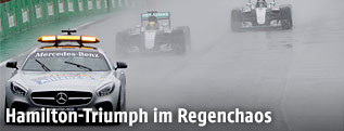 Safety Car vor Lewis Hamilton