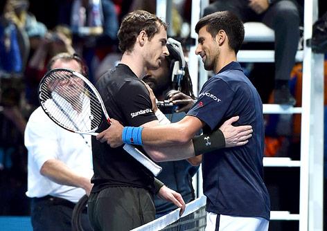 Shakehands zwischen Andy Murray und Nowak Djokovic