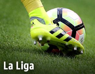 Fußballschuh und Ball