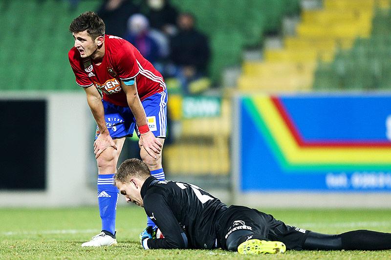 Giorgi Kvilitaia (Rapid) and Markus Kuster (Mattersburg)
