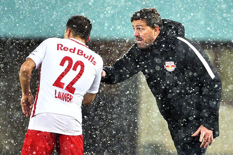Stefan Lainer und Trainer Oscar Garcia (Salzburg)
