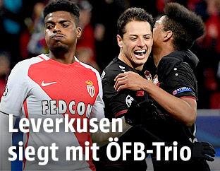 Jubel von Leverkusens Wendell und Javier Hernandez