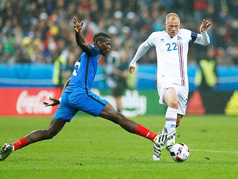 Eidur Gudjohnsen im Match gegen Frankreich