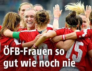 Spielerinnen des ÖFB-Teams jubeln