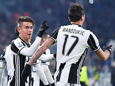 Paulo Dybala und Mario Mandzukic (Juventus) jubeln