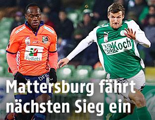 Dever Orgill (Wolfsburg) und Alois Höller (Mattersburg)
