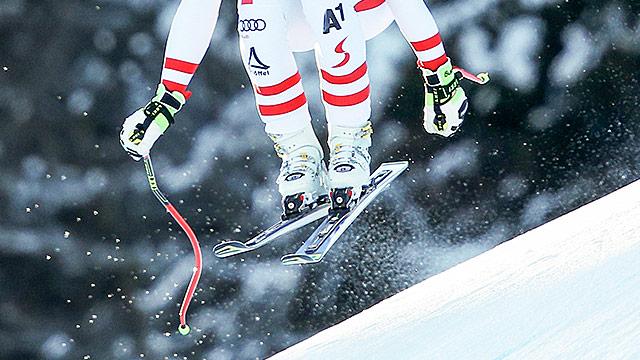Ausschnitt eines Skifahrers des Herrenteams