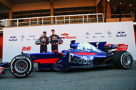 Carlos Sainz Jr. (ESP/ Scuderia Toro Rosso) und Daniil Kvyat (RUS/ Scuderia Toro Rosso)