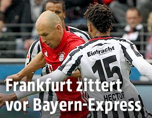 Arjen Robben (Bayern) und Michael Hector (Frankfurt)