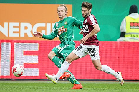 Mario Sonnleitner (Rapid) und Francisco Jose Sanchez Rodriguez (Mattersburg)