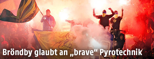Fans mit Pyrotechnik