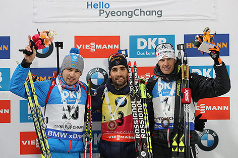 Anton Schipulin (RUS), Martin Fourcade (FRA) und Julian Eberhard (AUT)