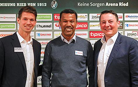SV Ried-Sportdirektor Franz Schiemer, Lassaad Chabbi, neuer Ried-Trainer und Geschäftsführer Roland Daxl