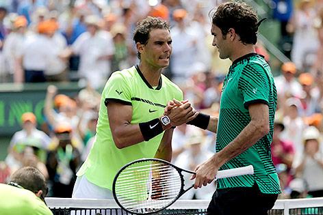 Handschlag zwischen Rafael Nadal und Roger Federer