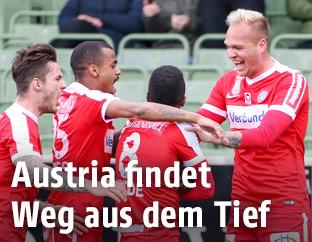 Jubelnde Austria-Spieler