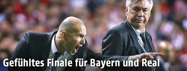 Real-Trainer Zinedine Zidane und Bayern-Caoch Carlo Ancelotti