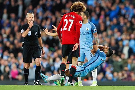 Kopfstoss von Marouane Fellaini (Manchester United) gegen Sergio Aguero (Manchester City)