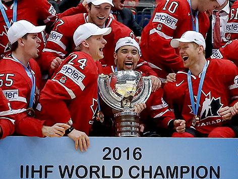 Kanadas Spieler jubeln 2016 mit dem WM-Pokal