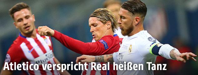 Fernando Torres (Atletico) und Sergio Ramos (Real)